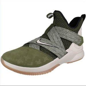 Nike Lebron Soldier XII Basketball Shoe sz 12